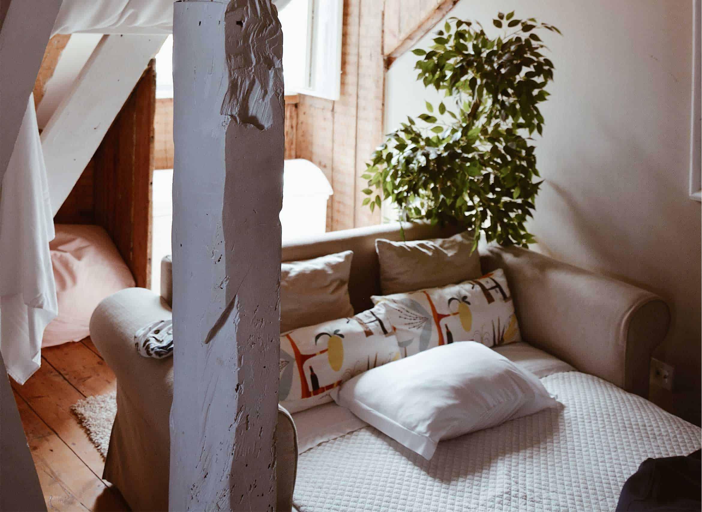 best-memory-foam-mattress-topper-for-convertible-sofa-beds